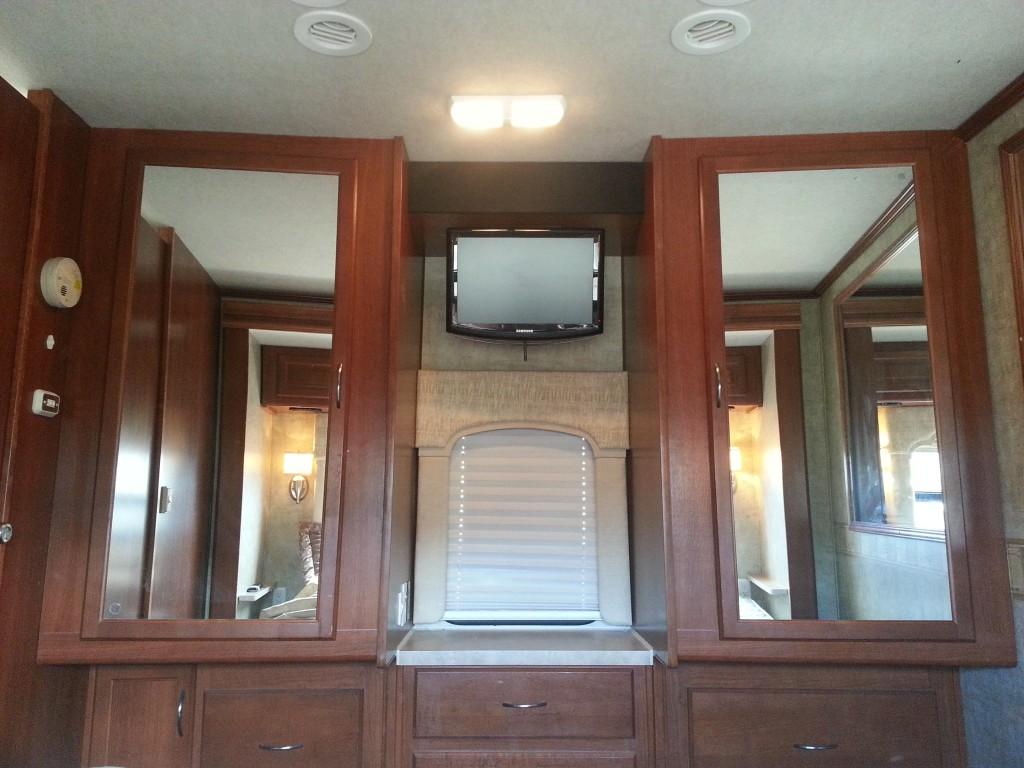 RV Rental Fleetwood Bounder Master Bedroom